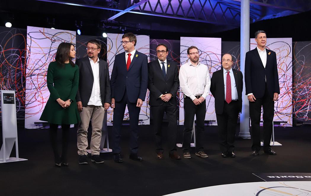 El debate del 21D: 6 hombres, 1 mujer y muchos reproches