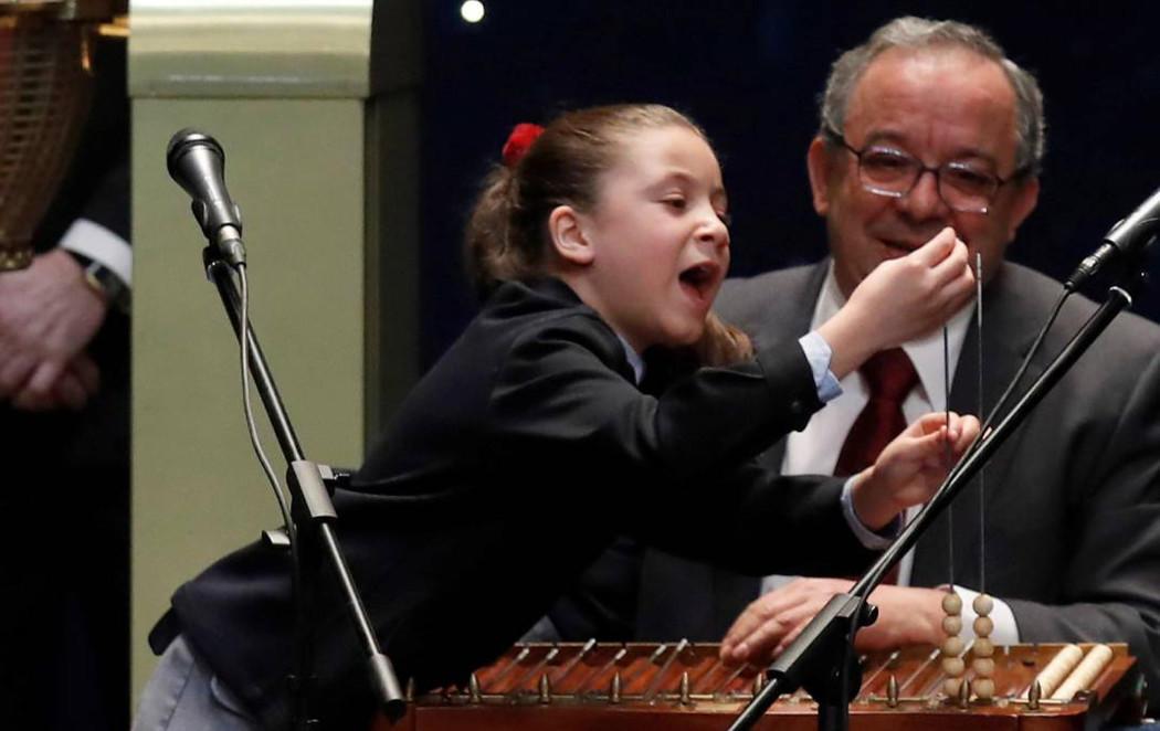 La niña de los mil euros que levantó el ánimo a toda España