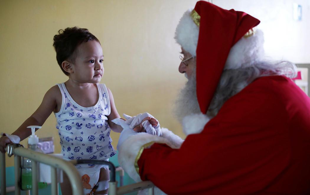 Papá Noel reparte ilusión por el mundo
