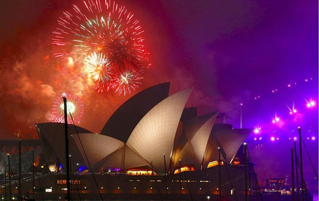 El gran espectáculo de Sydney da comienzo al Año Nuevo en el mundo