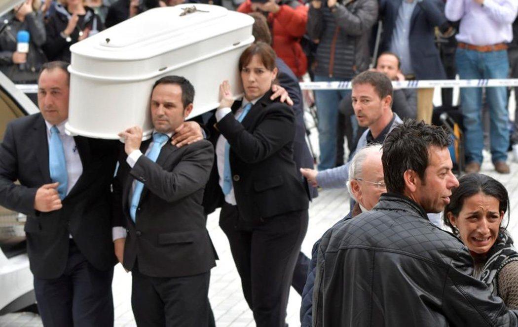 """Almería acompaña a los padres de Gabriel en su funeral: """"No estáis solos"""""""