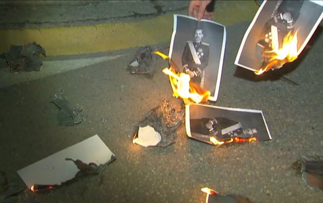 Queman fotos del rey en Banyoles (Girona) para celebrar la sentencia de Estrasburgo