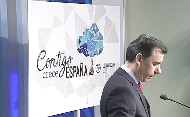 """El adiós a la 'Gaviota' del PP: la han sustituido por un árbol """"con potente tronco"""""""