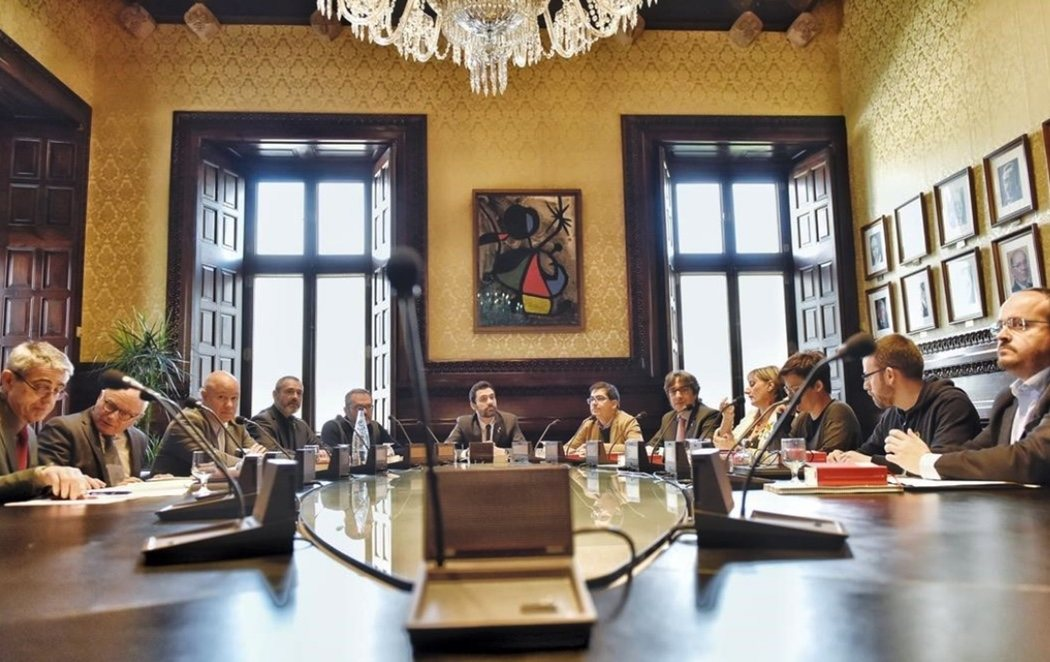 El Parlament aprueba presentar una querella contra Llanera y el Supremo