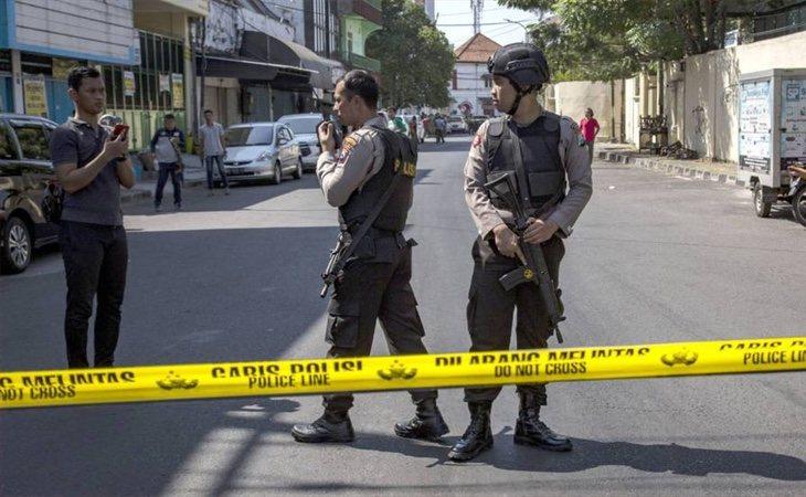 Una segunda familia suicida atenta contra la policía indonesia y deja cuatro heridos