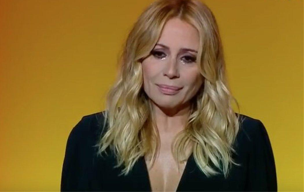 Marta Sánchez canta su versión del himno de España y rompe a llorar en un acto de Ciudadanos