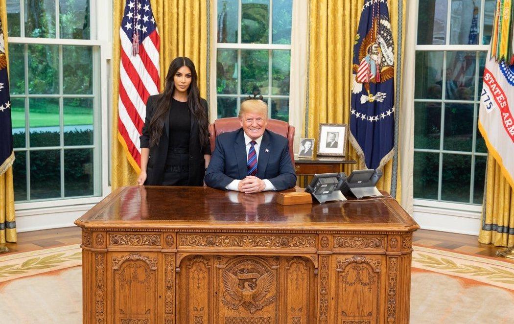Donald Trump recibe en la Casa Blanca a Kim Kardashian
