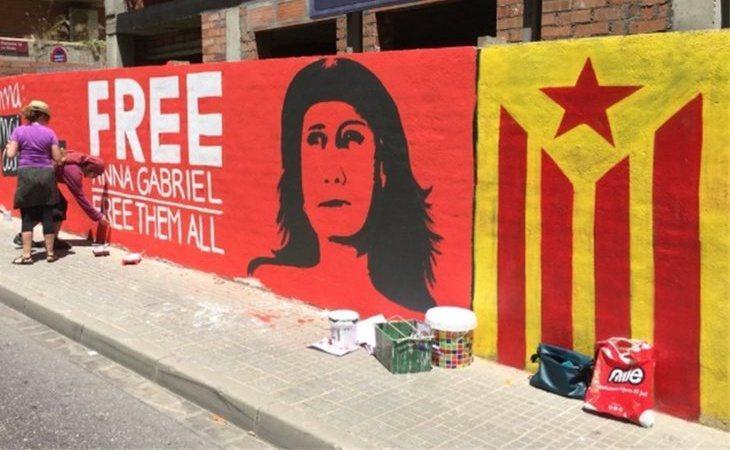 Dedican un mural a Anna Gabriel pero acaba como un 'ecce homo'