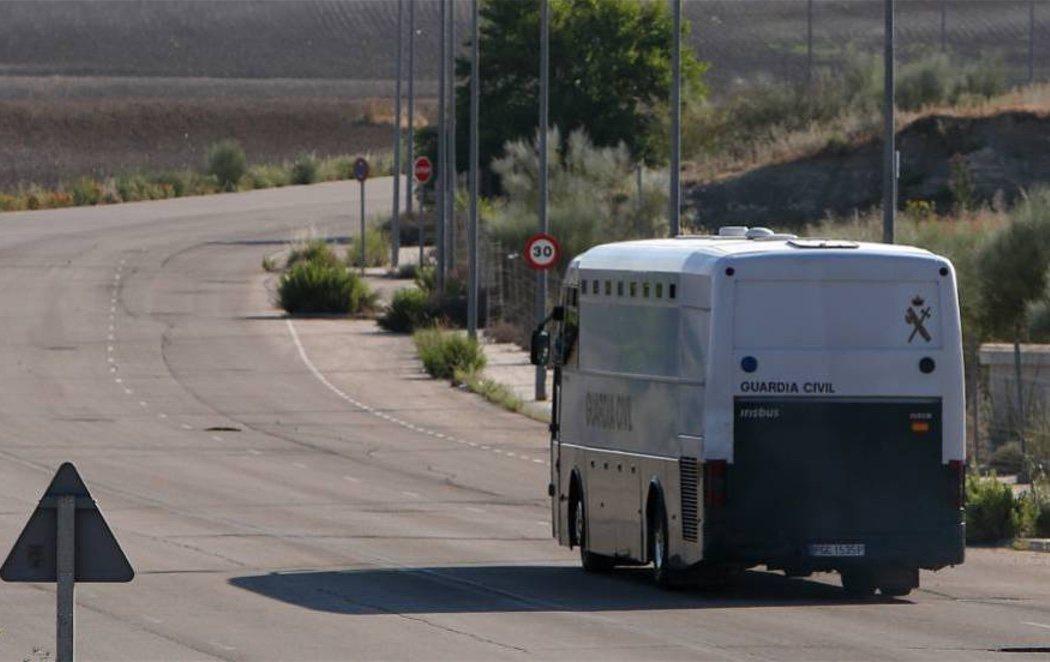 Los políticos catalanes presos son trasladados a cárceles en Cataluña