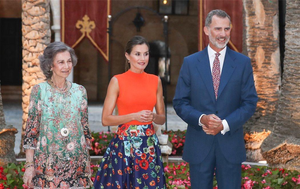 Los Reyes reciben a la sociedad mallorquina junto con doña Sofía pero sin Juan Carlos