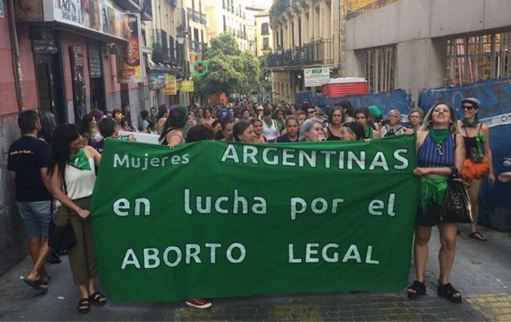El mundo se tiñe de verde para apoyar a las mujeres argentinas que luchan para legalizar el aborto