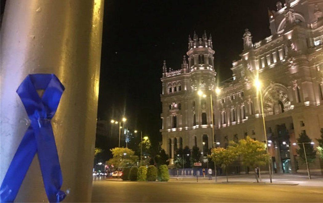 La Policía Municipal cubre las calles de Madrid con lazos azules para visibilizar su conflicto con el Ayuntamiento