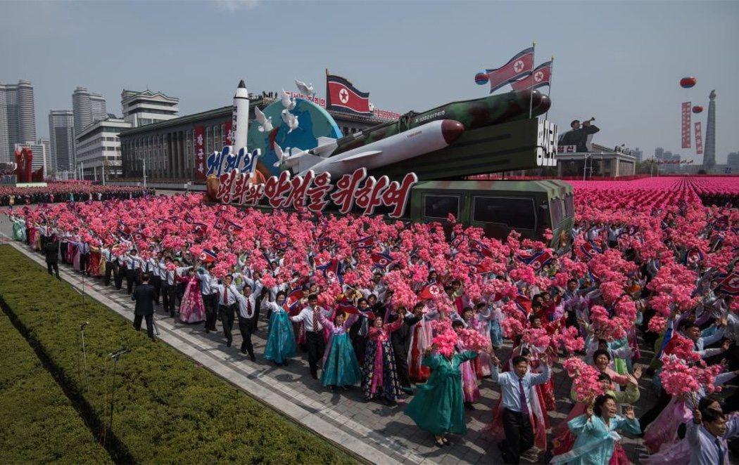 Corea del Norte celebra su 70 aniversario con un moderado desfile militar