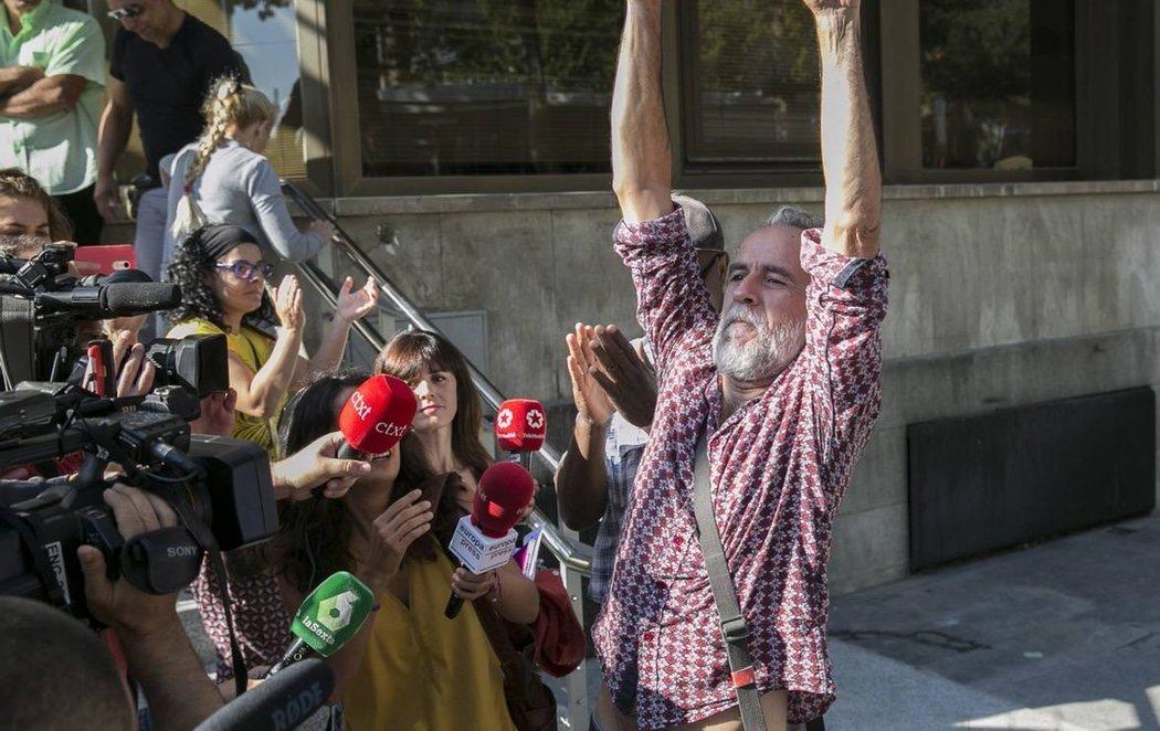Sale en libertad Willy  Toledo tras ser detenido por no acudir a declarar ante el juez