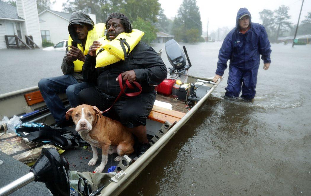 El huracán Florence llega a Carolina del Sur tras dejar 5 muertos en el Norte