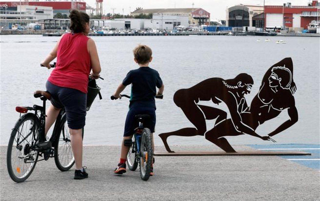 Polémica por las esculturas sexuales que la Generalitat Valenciana expone en uno de sus puertos