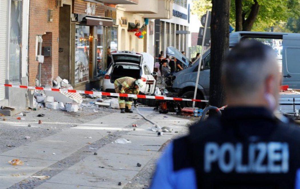 Un coche atropella a la multitud en Berlín
