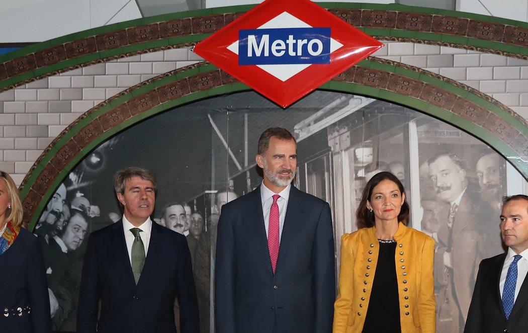Felipe VI se sube al Metro de Madrid para celebrar el centenario del suburbano