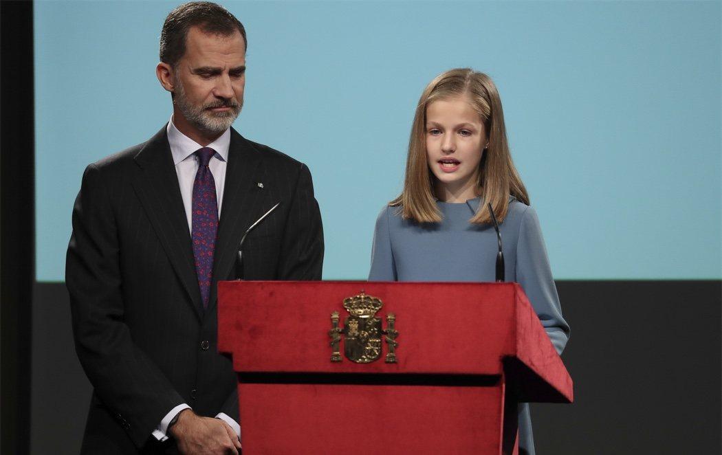 La princesa Leonor lee el artículo 1 de la Constitución en su 13 cumpleaños