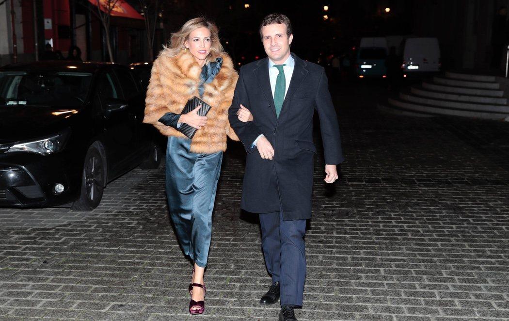 Pilar Rahola carga contra Pablo Casado por la forma en que viste su mujer
