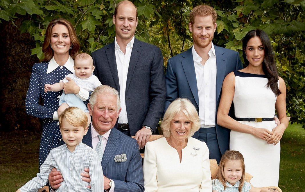 El británico posado familiar con motivo del 70 cumpleaños del Príncipe Carlos