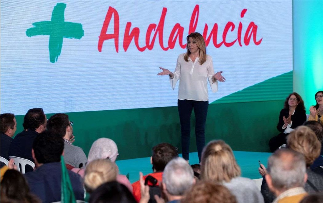 Susana Díaz esconde al PSOE en sus carteles electorales