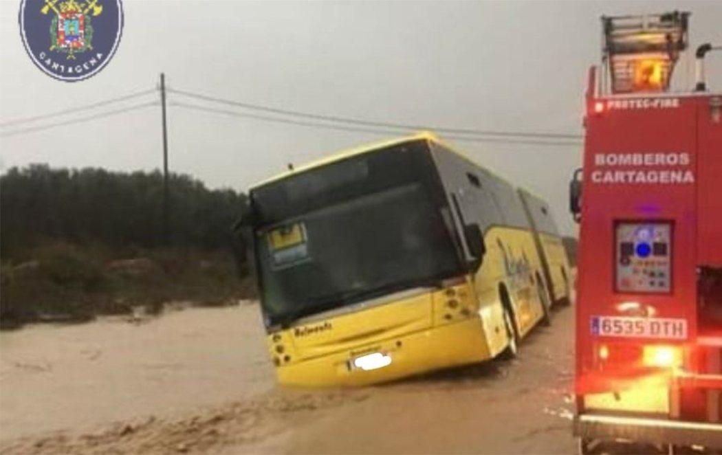 70 menores atrapados por el fuerte temporal en Murcia