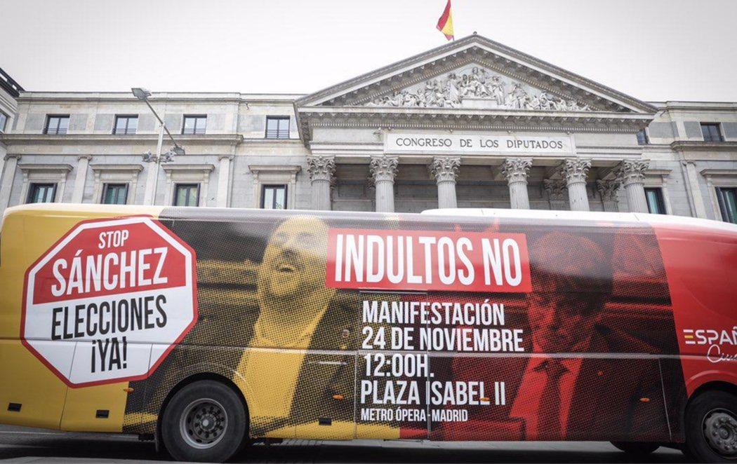 Un autobús de Ciudadanos hace campaña en contra de los indultos a los presos independentistas
