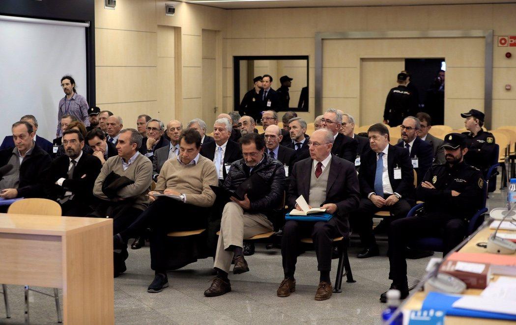 Rodrigo Rato y otros altos cargos, en el banquillo por el 'caso Bankia'