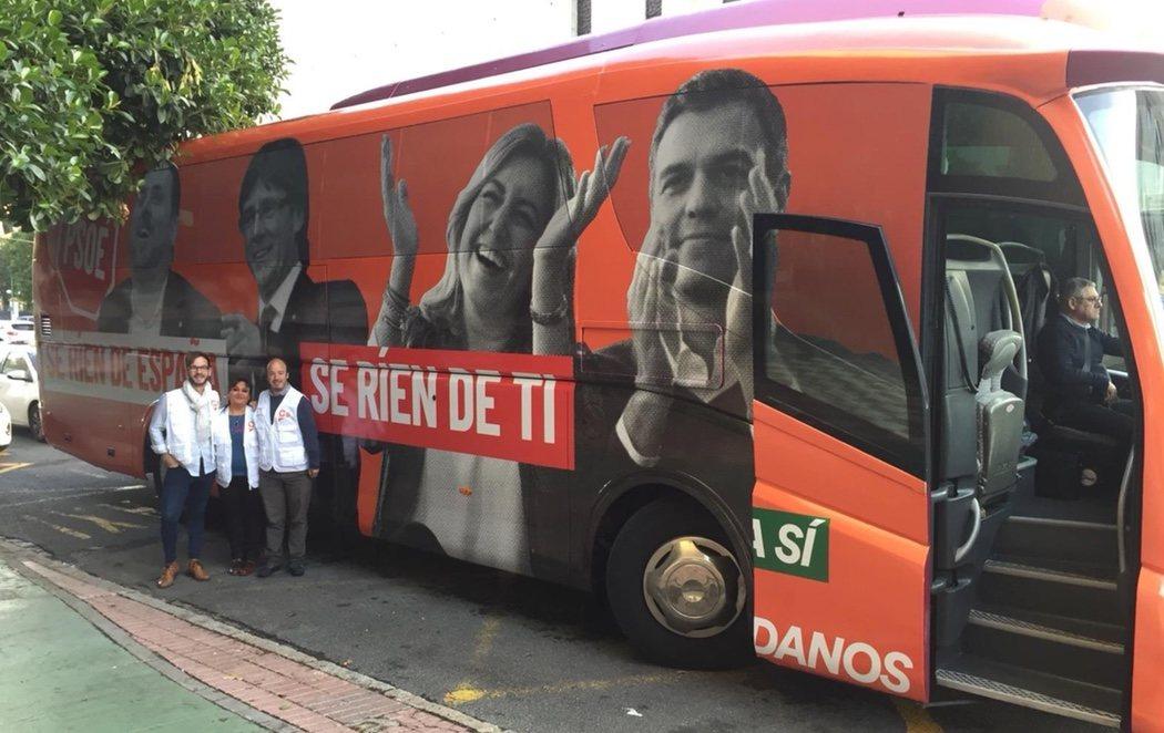 Ciudadanos hace campaña en Andalucía con un autobús en contra del PSOE, de Puigdemont y de Junqueras