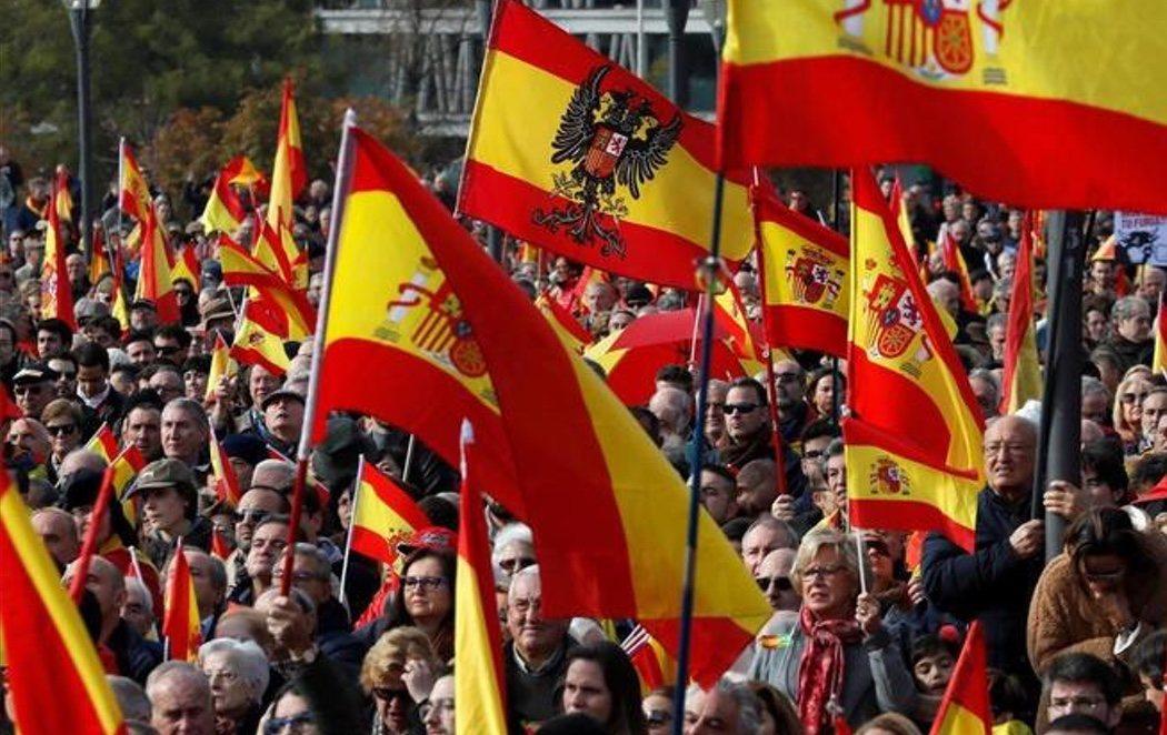 Multitudinaria manifestación de VOX y Hazte Oír por la unidad de España, con dirigentes del PP