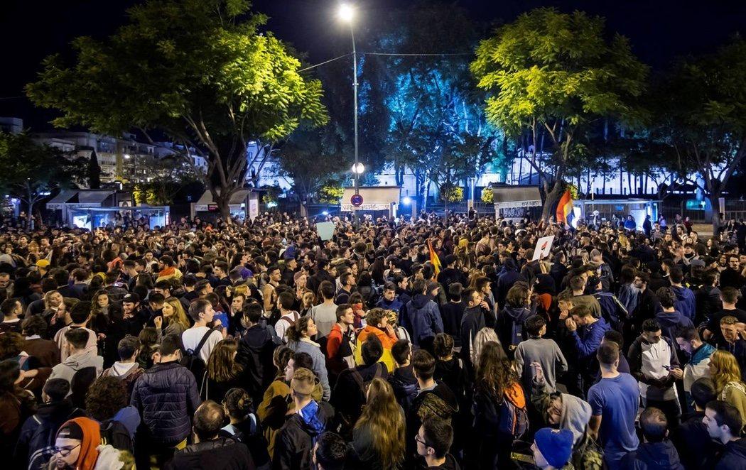 Sevilla se llena de manifestantes en contra de VOX