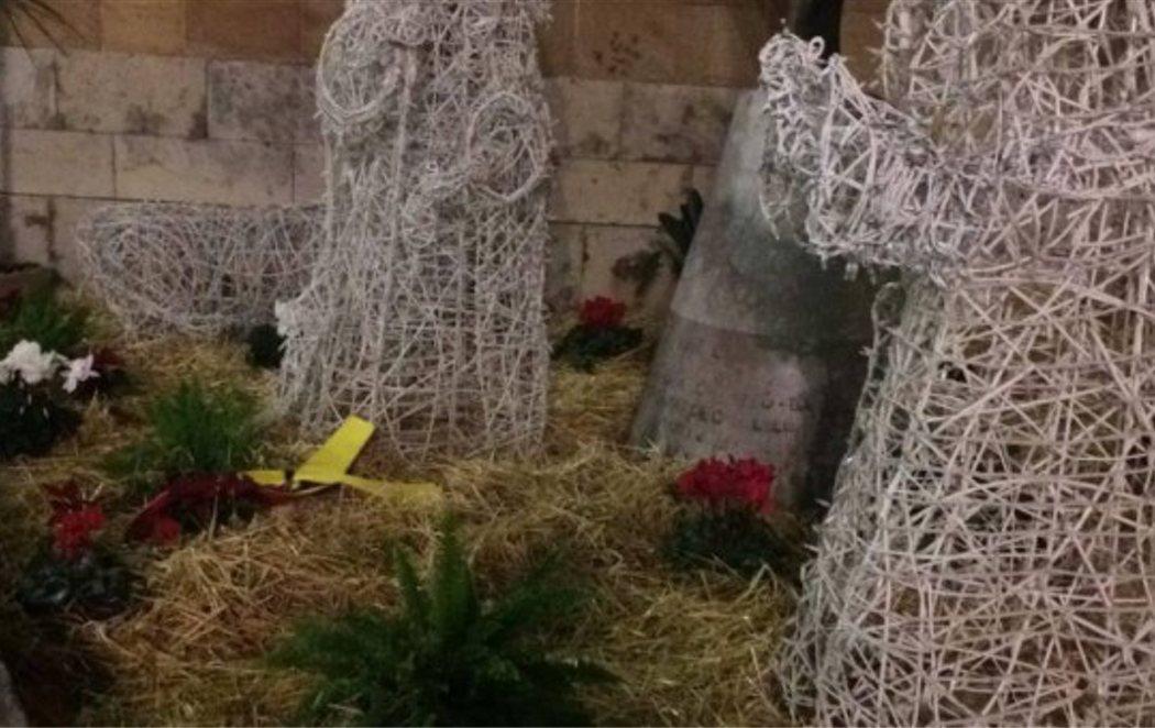 Cambian la figura del niño Jesús por un lazo amarillo en el belén de Castellón