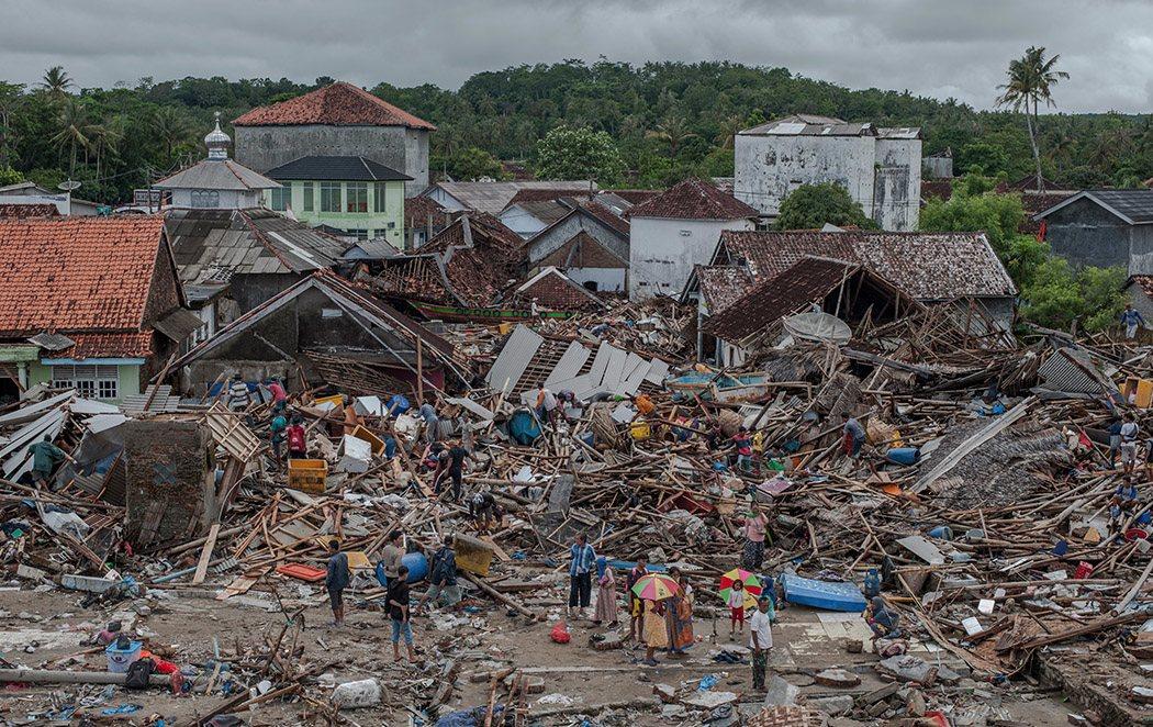Indonesia eleva a 373 los muertos por el tsunami y mantiene la alerta por riesgo de repetición