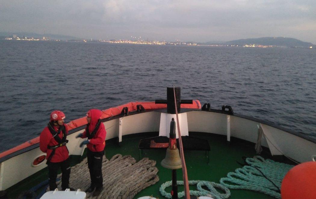 El Open Arms llega a Algeciras con niños que huyen de la guerra en Somalia y Siria