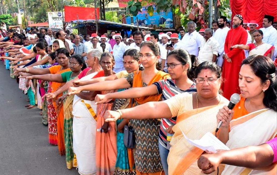 Espectacular cadena humana en India para defender la igualdad de género