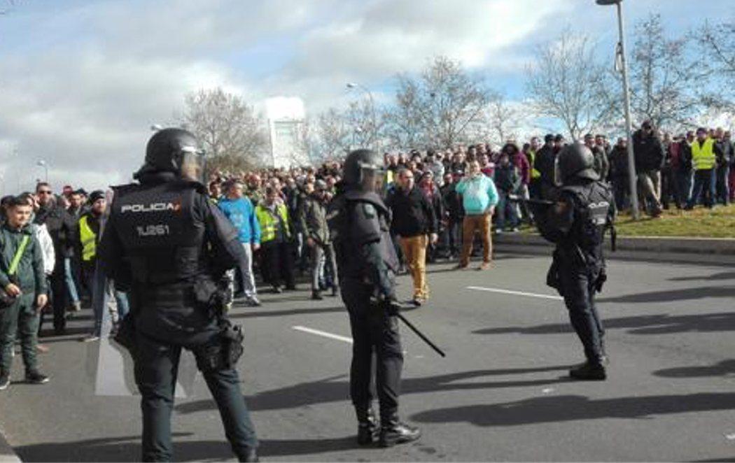 Disturbios y detenidos en la huelga de taxis