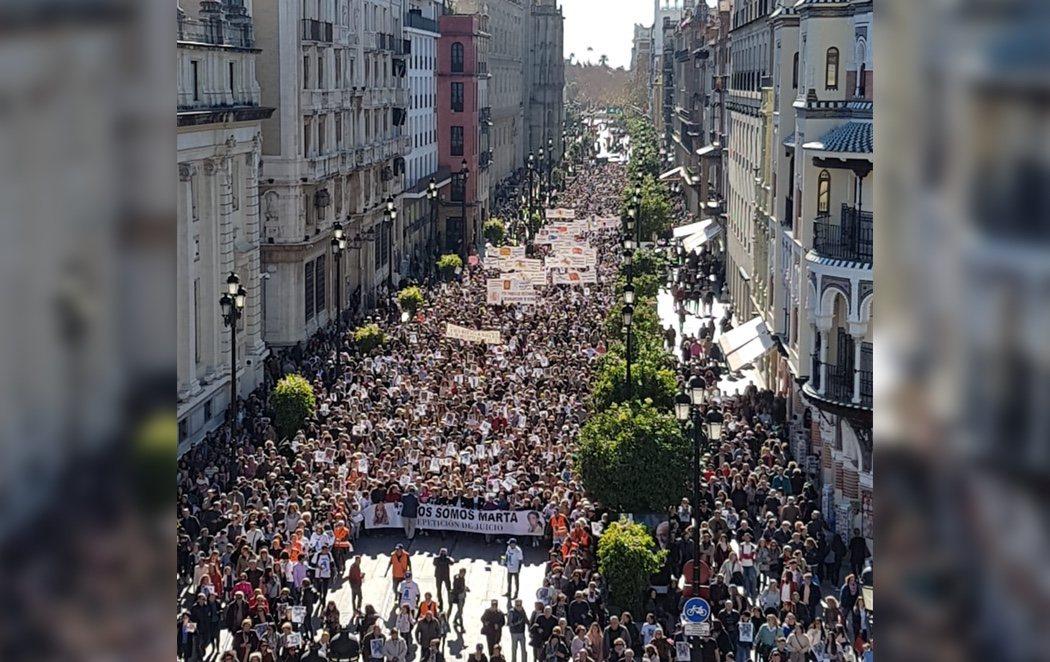 Multitudinaria manifestación en Sevilla para pedir justicia por Marta del Castillo