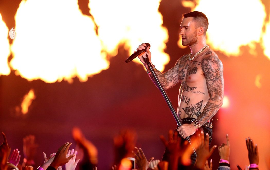 Maroon 5 hace vibrar el medio tiempo de la Super Bowl