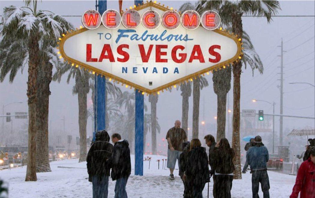 Las Vegas se cubre de nieve por primera vez en una década