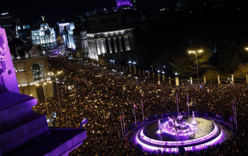 El 8-M vuelve a hacer historia con 350.000 manifestantes en Madrid pidiendo igualdad entre hombres y mujeres