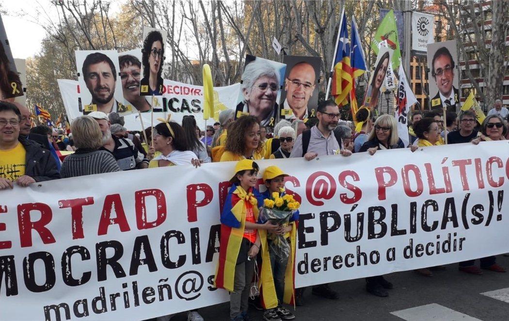 18.000 personas se manifiestan en Madrid a favor de un referéndum independentista en Cataluña