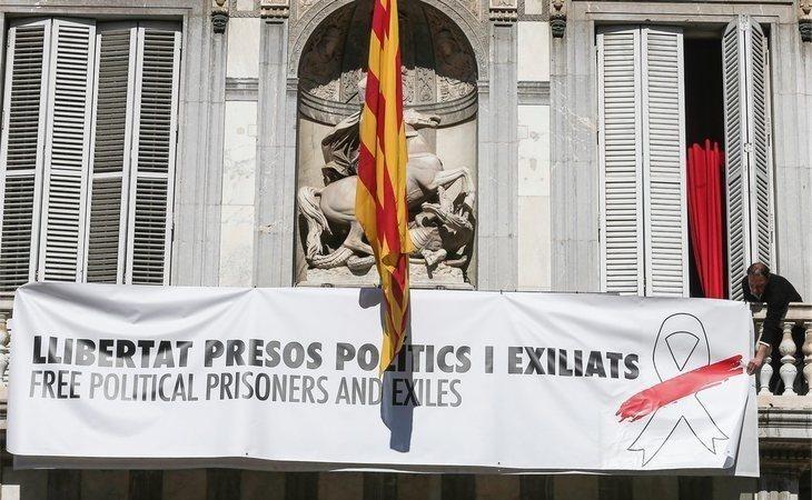 """La Generalitat cambia el lazo amarillo por uno blanco para la """"libertad de presos políticos y exiliados"""""""