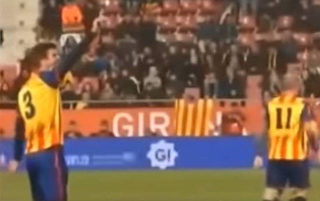 """Piqué calla a los aficionados que gritaron """"Puta España"""" en el Cataluña-Venezuela"""