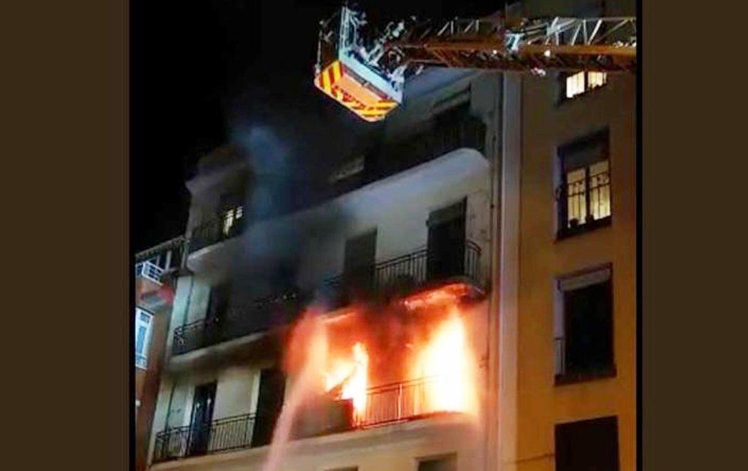 Once heridos, entre ellos una niña, en un incendio en Madrid