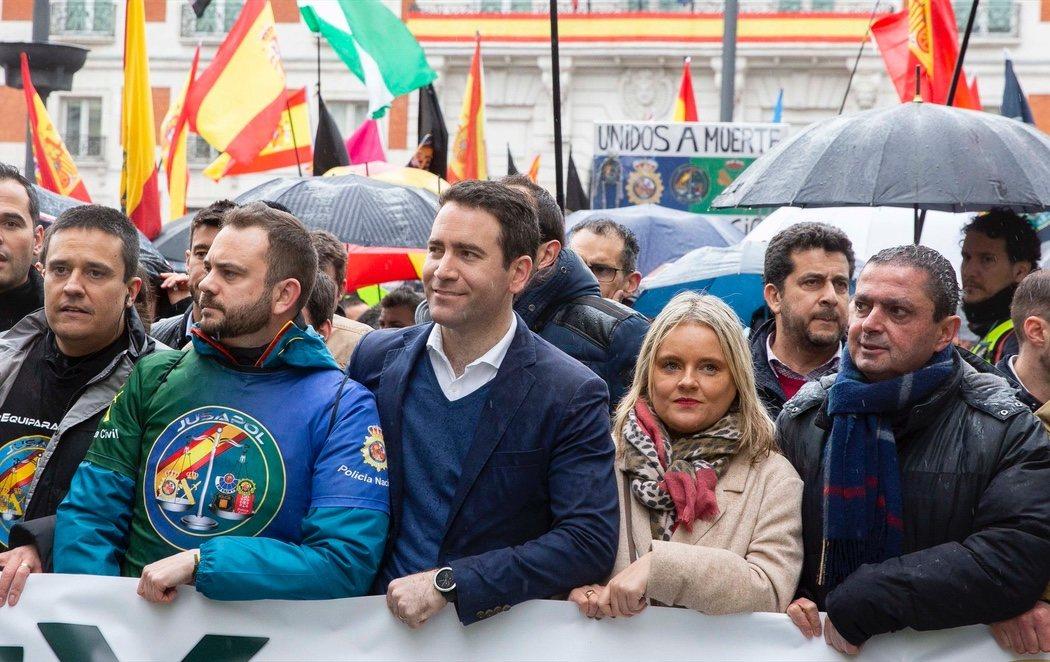 """El secretario general del PP, manifestándose con la Policía en Sol: """"La prefiero así que llena de perroflautas"""""""