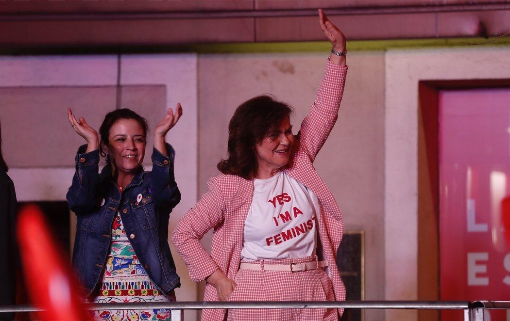 La vicepresidenta Carmen Calvo, protagonista de la noche electoral con el look más feminista