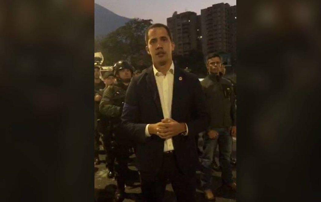 Leopoldo López, recién liberado y Juan Guaidó, con el apoyo del Ejército, inician la fase final de la 'Operación Libertad' contra Maduro