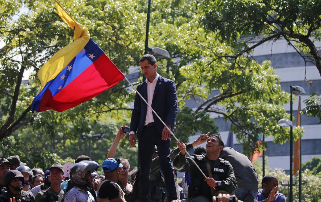 """Maduro y Guaidó se enfrentan en las calles de Venezuela en una una """"exhibición de fuerza"""""""
