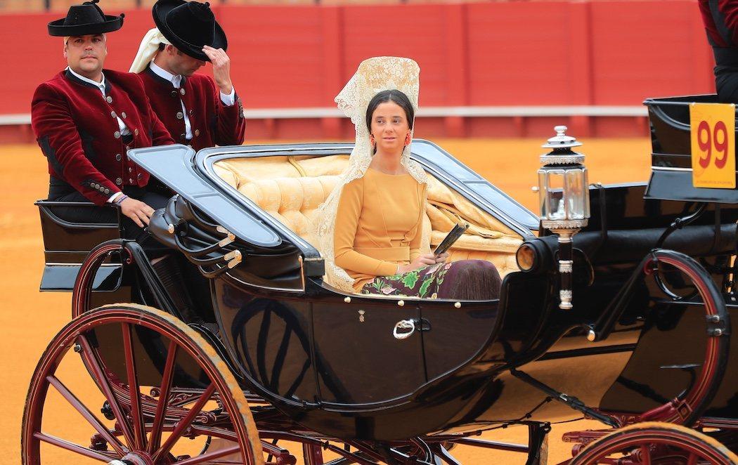 Victoria Federica debuta en público saltando al ruedo en la Feria de Abril de Sevilla